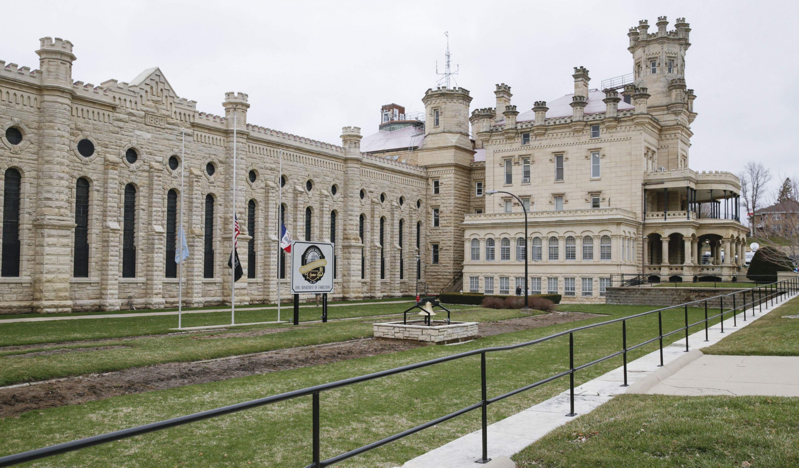 anamosa-prison-killings-linked-to-staff-shortages-afscme-says