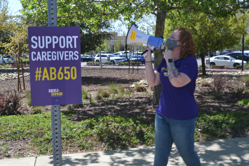kaiser-employees-rally-for-recognition-higher-pay-the-reporter