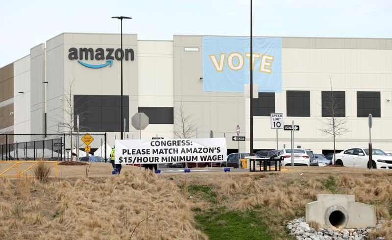 the-us-labor-movement-is-looking-for-a-way-forward-after-the-defeat-of-amazon
