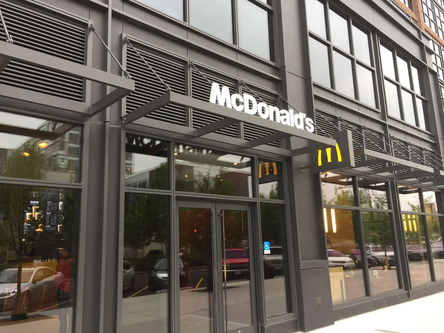 teamsters-are-suing-mcdonalds-over-steve-easterbrooks-severance-pay
