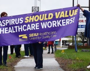 health-workers-in-wisconsin-rapids-rally-before-controversial-contract-negotiations
