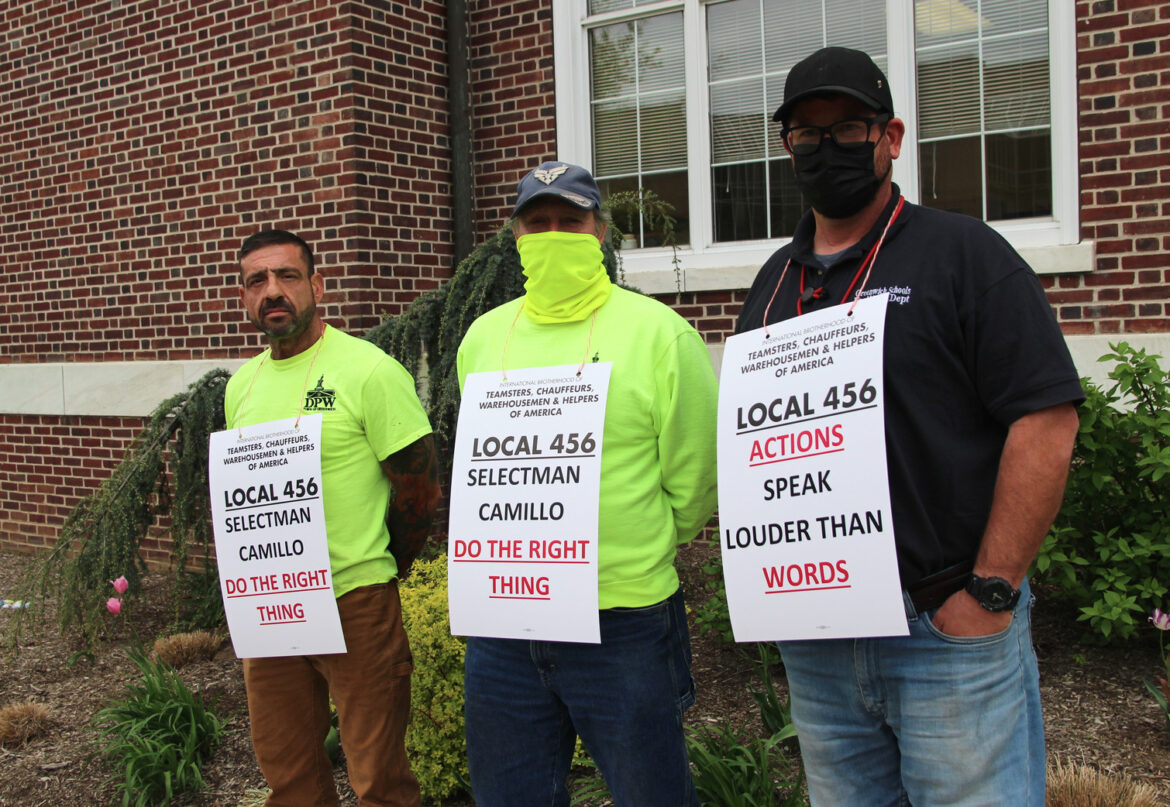 teamsters-rally-in-greenwich-city-hall-for-a-fair-and-just-collective-agreement