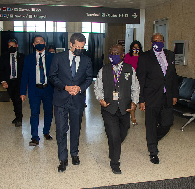 buttigieg-visits-the-national-airport-to-discuss-immigration