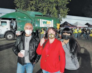waste-management-employees-in-simi-valley-are-voting-to-join-teamsters