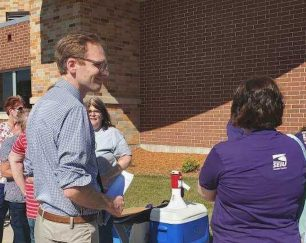 senate-candidate-nelson-gathers-with-health-care-workers-in-wisconsin-rapids