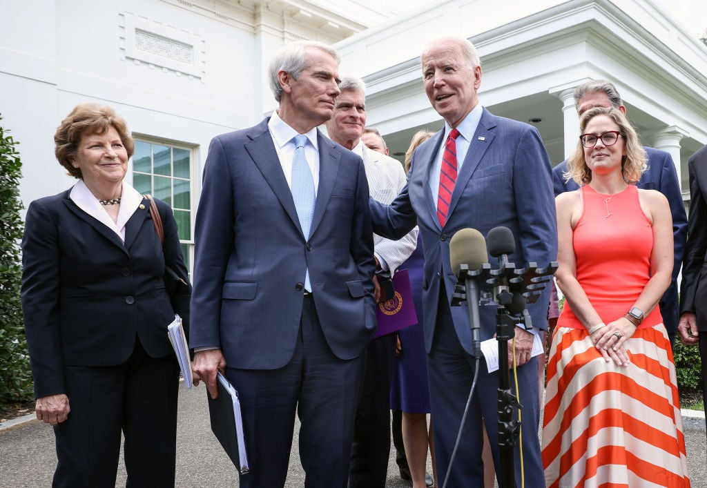 businesses-and-unions-are-in-favor-of-a-bipartisan-infrastructure-agreement