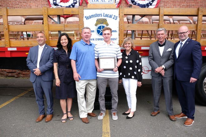 teamsters-local-25-awards-scholarships